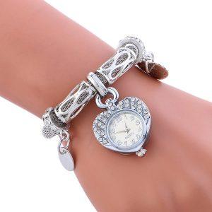 Sublime montre en forme de coeur Argent